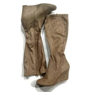 Solanz Suede Wedge Boots Size 7.5